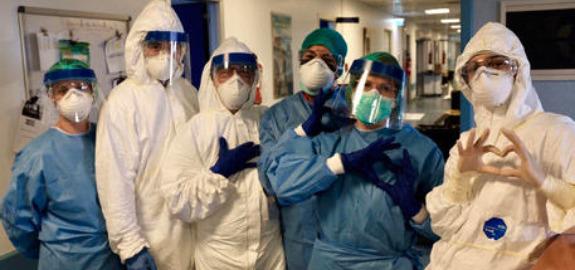 Coronavirus, il sindacato infermieri Nursing Up dona 4.000 tute anticontaminazione in Tyvek certificate UE alle regioni Lombardia, Piemonte ed Emilia Romagna