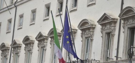DL RILANCIO, DE PALMA, PRESIDENTE DEL NURSING UP, SINDACATO INFERMIERI ITALIANI: «UN BALLETTO SCANDALOSO SUI MILLE EURO PER GLI OPERATORI SANITARI. OFFESI E UMILIATI DA UNA POLITICA ORBA E INGRATA. PARTO DISTOCICO ANCHE PER L'INFERMIERE DI FAMIGLIA»