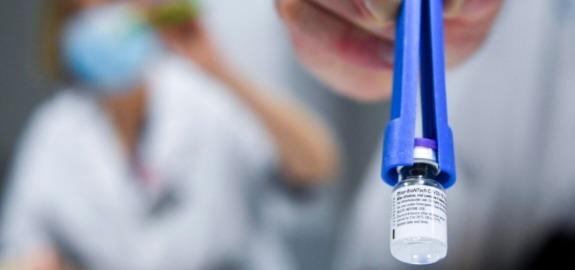 De Palma: «Piano Vaccini, un aereo fatto di cartone, che proprio non riesce a decollare»