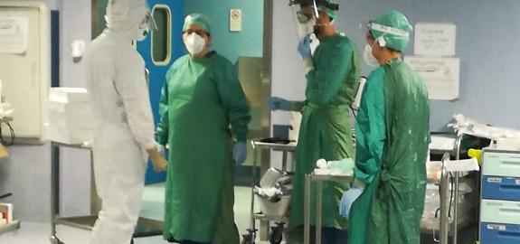 Coronavirus, Nursing Up a Conte: Allarme infermieri, turni insostenibili e Dpi anche rischiosi per salute operatori. De Palma: Intanto i nostri muoiono in casa senza tampone, già terzo caso