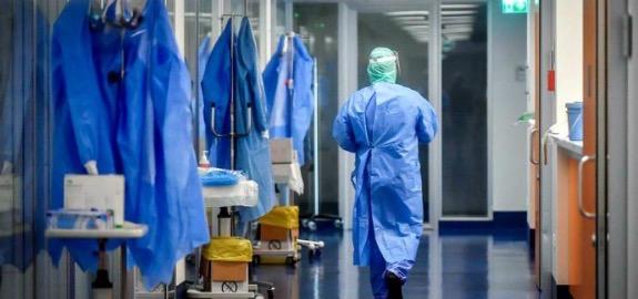 De Palma: «Il focolaio da variante inglese esploso nell'ospedale di Abbiategrasso, con ben sette infermieri contagiati nonostante l'avvenuta somministrazione della seconda dose di Pfizer, ci pone di fronte alla necessità di interventi urgenti e indagi