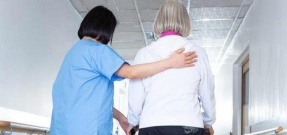 «Affidare agli OSS funzioni particolarmente complesse, che di norma richiedono una diversa e specifica qualificazione professionale, significa assestare un colpo definitivo alla qualità della professione infermieristica».
