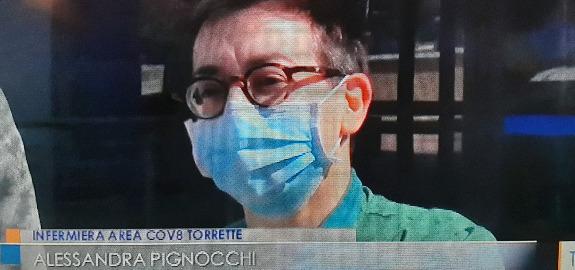 Ancona, l'idea di due infermieri diventa solidarietà: raccolti tablet e telefonini per pazienti del reparto Covid