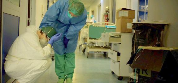 Coronavirus, infermieri eroi? Sì, ma constipendi miseri. E per chi lavora in terapiaintensiva l'indennità è di 28 euro al mese