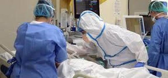 """Coronavirus/La trincea degli infermieri: """"Così cadiamo come birilli"""""""