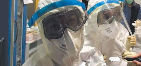 """Coronavirus, furia infermieri contro Conte: """"Turni infiniti e niente tamponi"""""""