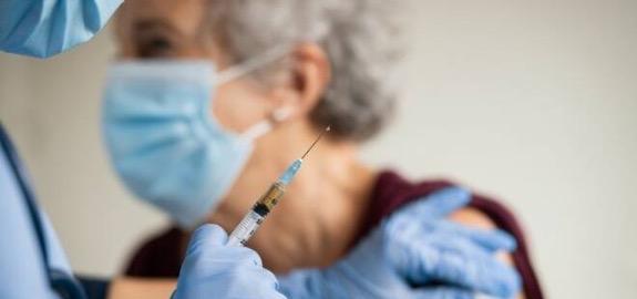 De Palma: «Protocollo Ministero-Regioni-FNOPI per consentire agli infermieri di vaccinare a domicilio i soggetti fragili. Documento irricevibile, compensosconveniente ed ulteriori profili di criticità per la nostra categoria»